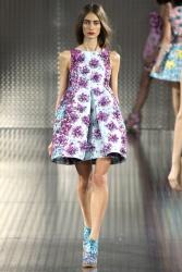 La robe volumineuse fleurie de MARY KATRANTZOU